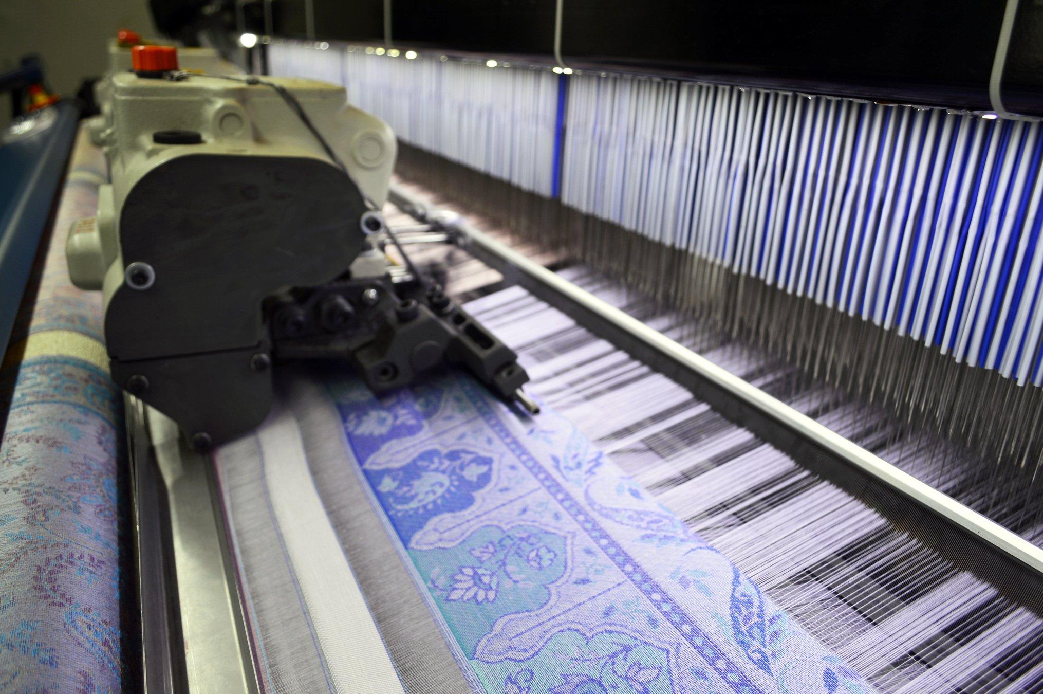 high speed rapier looms weaving silk scarves